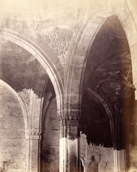 Close view of pendentives of arches in the interior of the Mosque of Muhammad Ghaus Gwaliari, Ahmadabad